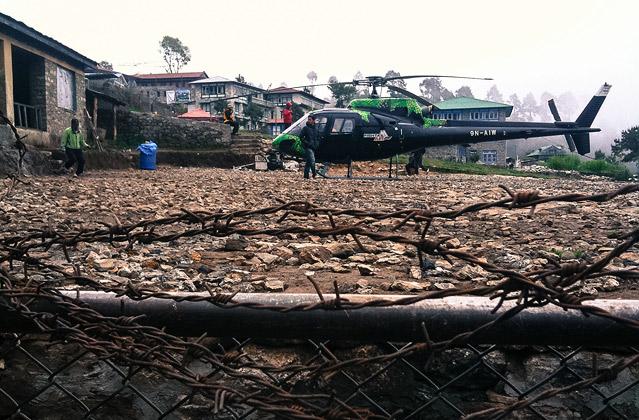 Helikopterlandeplatz in Lukla,  Nepal; Foto: Tom Dauer